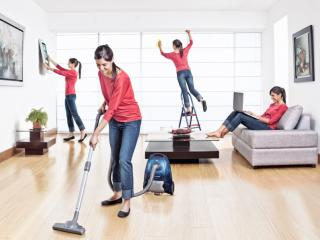 Housekeeping – Las tareas de la casa
